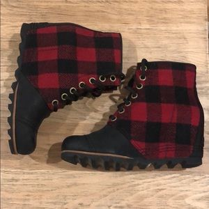 Sorel PDX red plaid wedge size 9
